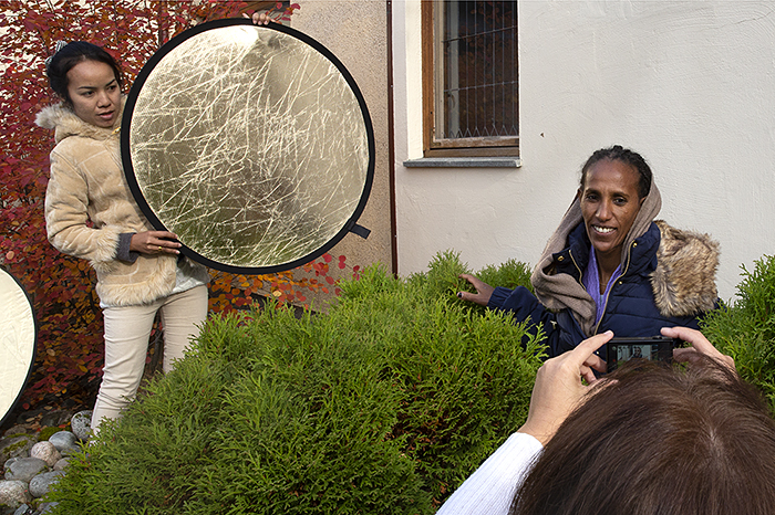 Can photography produce a new frame of understanding of immigrants and refugee women in Norway? Can art challenge the traditional representation of this group of people? What's the situation for immigrant women married to Norwegian men in rural communities? What kind of role can they have in the local community? Can they unfold on their own terms and use their expertise and experiences?